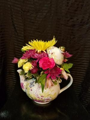 Tulip Tea Pot by Davis Floral Comany, your Brownwood, Texas (TX) Florist